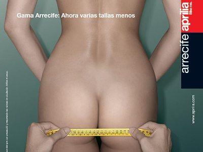 """Propaganda censurada da Aprilia  """"Assentos Gama: Vários tamanhos pequenos"""""""